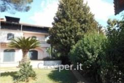 caseper-A nord di Napoli, prestigiosa villa 1000 mq con piscina , nel comune di Melito