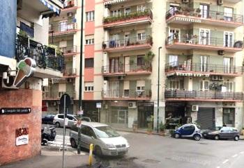 Via Pigna Napoli in parco con guardiania h24, luminoso appartamento in vendita