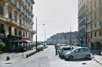 Via Santa Lucia ampio appartamento in vendita Napoli