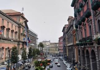 A pochi passi dal Museo Nazionale di Napoli in vendita soluzione con entrata indipendente