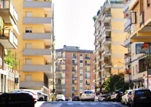 Vomero Via Onofrio Fragnito 5 camere cucina 2 bagni in vendita Napoli