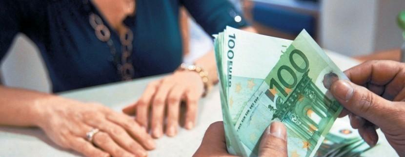 DIFFERENZIALI FRA I TASSI- variazione dei prestiti alle imprese e crediti alle famiglie
